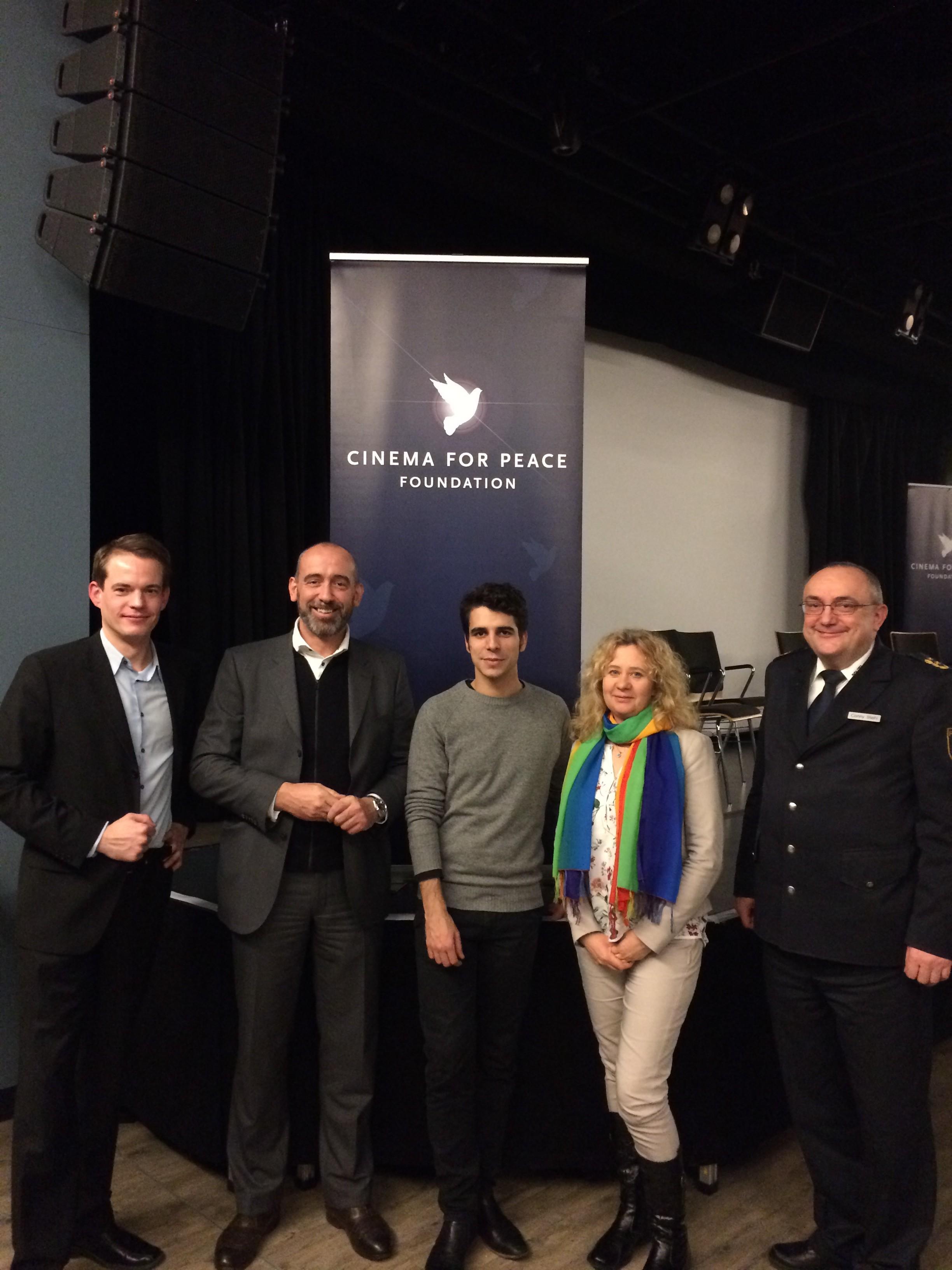 (von links): Ich, Oberbürgermeister Alexander Ahrens, Regisseur und Produzent Jakob Brossmann, Ausländerbeauftragte Anna Pientak-Malinowska und Polizeipräsident Conny Stiehl